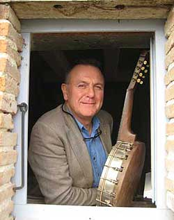 Andy Roberts prior to Paris gig in 2009